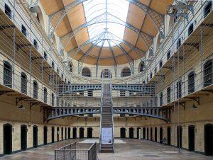 Dublin_kilmainham_gaol_cells_hall
