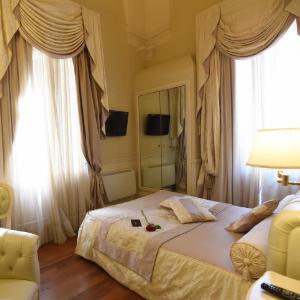Santa Chiara Suite Hotel